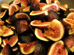 First, we start out with about 1 1/4 lb. of figs!