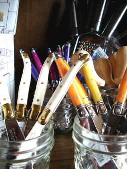 Pretty knives in a lively mix of colors
