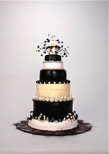 Gorgeous wedding cake, yes?