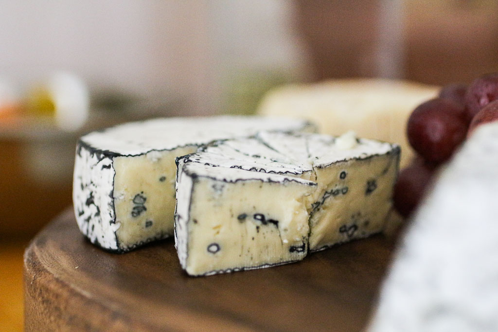 Météorite on the cheese board.