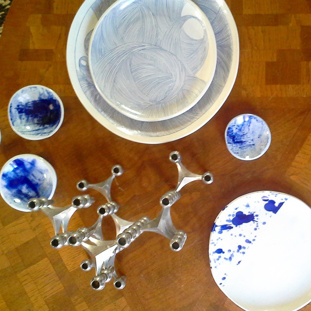 Admiring the gorgeous #ceramic #plates and #platters by @yonderlindafahey at today's #gettingtoknowyou photo shoot with @pleinheirbyshannonkaye and@maddalenna ! #iwantone #beautiful #livebeautifully #entertaining