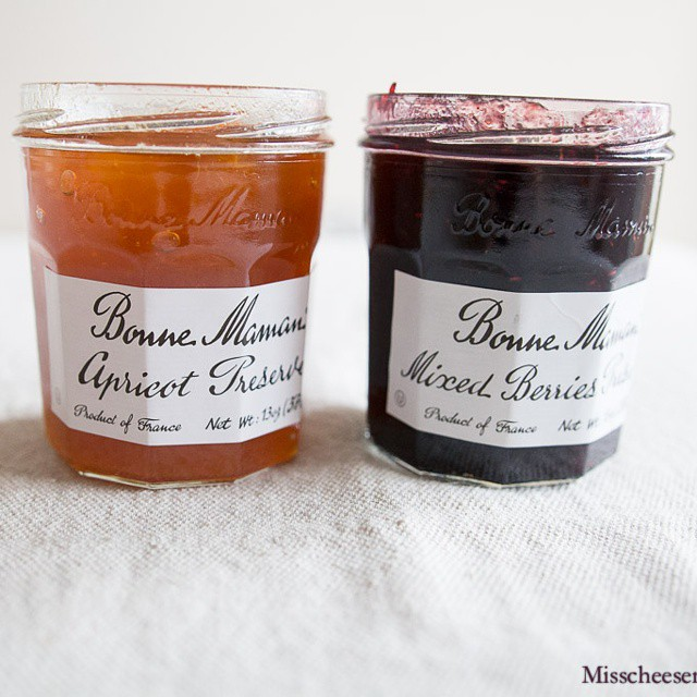 Another #giveaway, just before #thanksgiving! #BonneMaman and I are giving away a set of two #jams, #apricot and #mixedberries! To enter, go to the #bonnemamangiveaway button in the top menu on misscheesemonger.com #foodblog #foodblogger #gourmet #gourmand