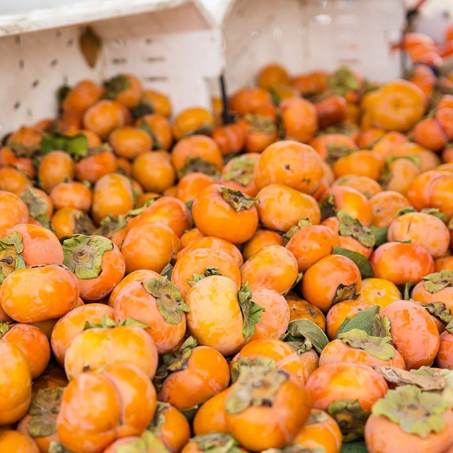 Mountains of #persimmons at the #fortmason #farmersmarket #sf. #latergram #foodie #gourmand #gourmet #farmfresh #iloveorange #foodblogger #foodblog #pairswithcheese
