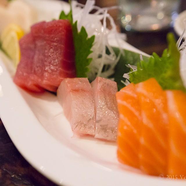 #sushi #extravaganza with @ibanezjs1 in #walnutcreek . #foodwithfriends #foodblog #foodblogger #gourmand #foodphotos #foodpics  #cheesemongersdayoff #latergram
