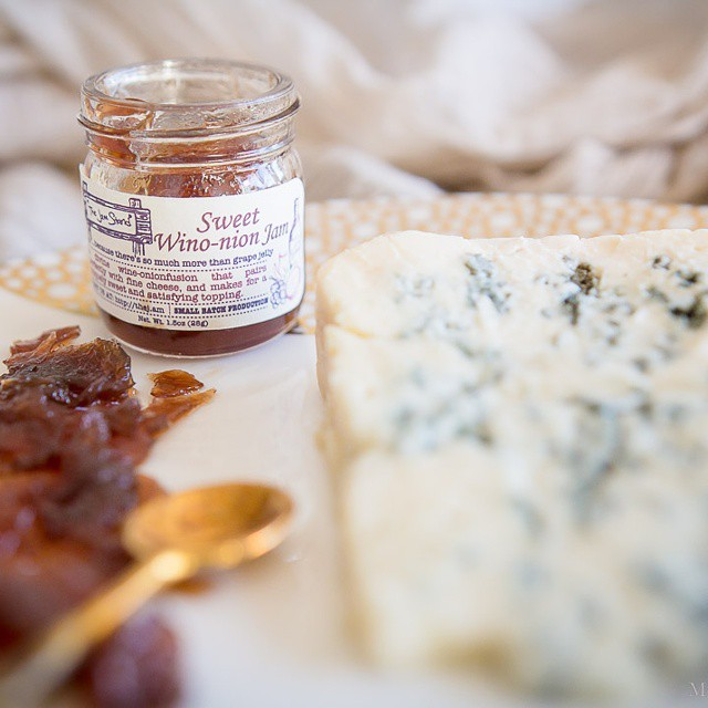 #Regalis, a #french #bleudebrebis with #winoonion #jam from #thejamstand. #cheesetasting #cheesepairing on #misscheesemonger.com. #foodblog #foodblogger #foodphotos #foodphotography #canonphotography #cheese