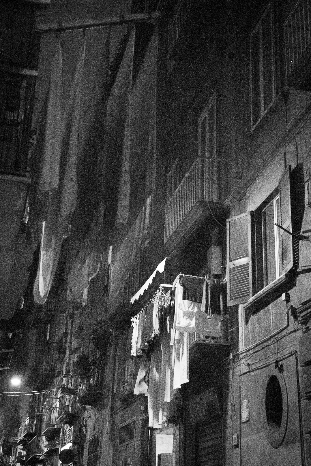 Night street photography Blogger. Napoli.
