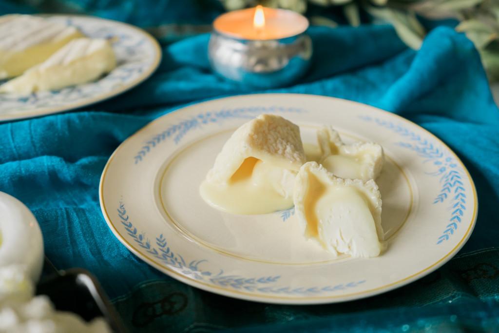 A New Cheese Plate For A New Year || Un Nouveau Plateau De Fromage Pour Le Nouvel An. on misscheesemonger.com.