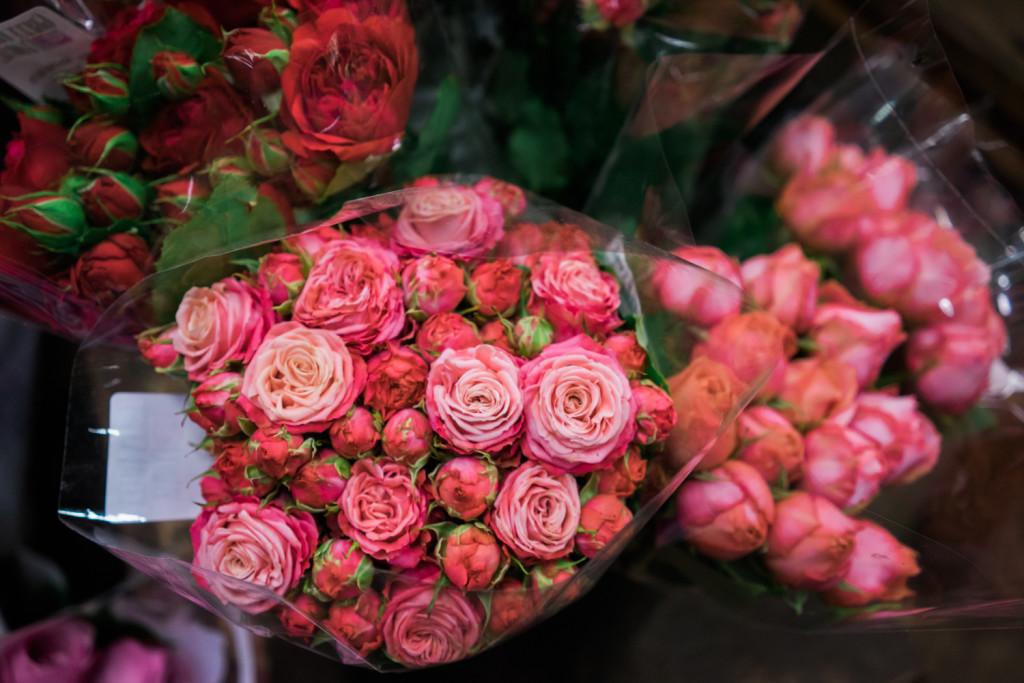 Garden roses. A Visit To The San Francisco Flower Mart on misscheesemonger. Photo byVero Kherian.